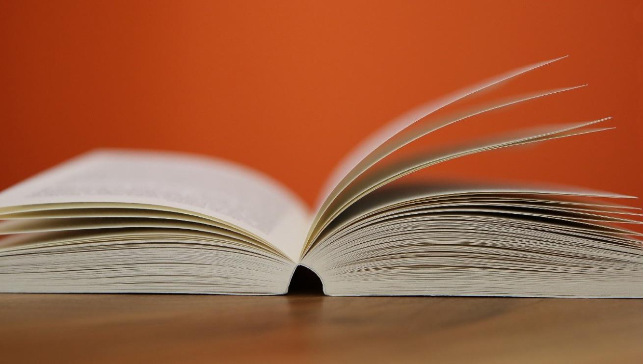 Mit Klebebindung gebundenes Buch
